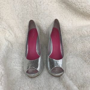 lilly pulitzer silver heels size 10